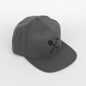 Casquette grise foncée avec Pic-Pelle noir